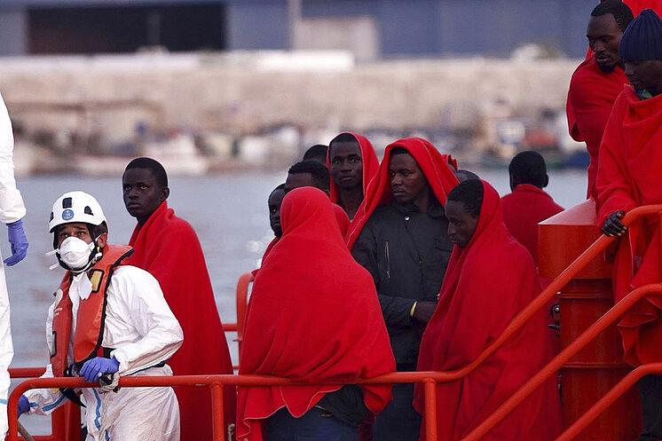 Immigrants secourus dans la mer d'Albor