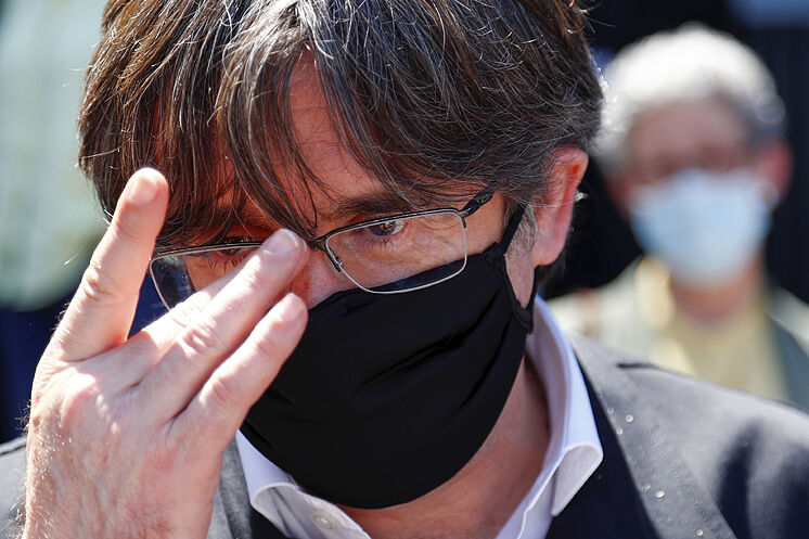 L'ancien président de la Generalitat Carles Puigdemont, quittant le ...