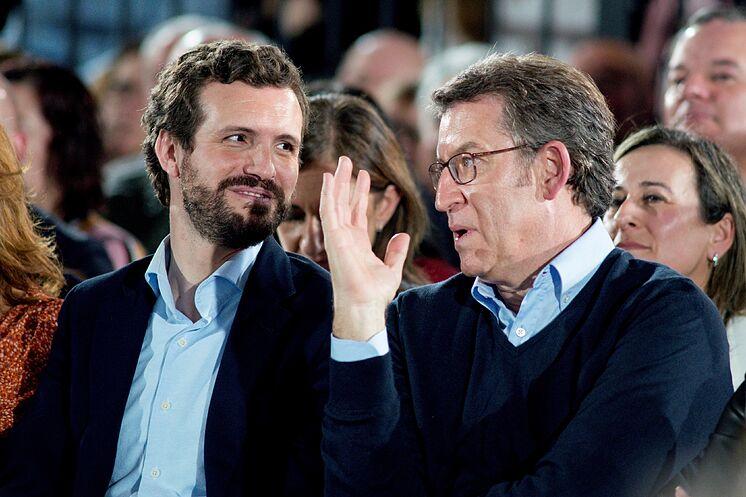 Le président du PP, Pablo Casado, et le président galicien, Alberto ...