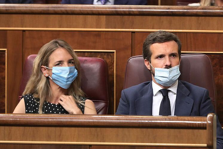 Le président du PP, Pablo Casado, et son porte-parole parlementaire, ...
