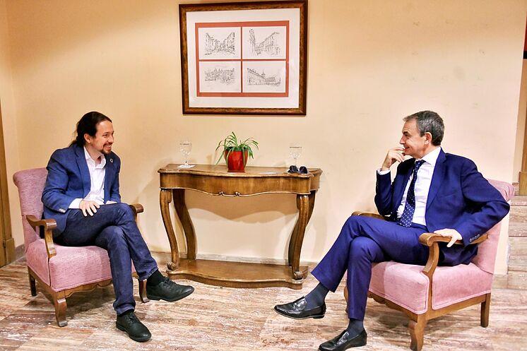 L'ancien Premier ministre, José Luis Rodríguez Zapatero (à droite), ...