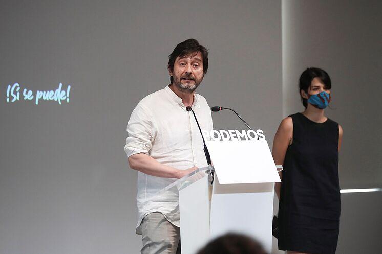 Les porte-parole de Podemos, Rafael Mayoral et Isabel Serra, ce ...