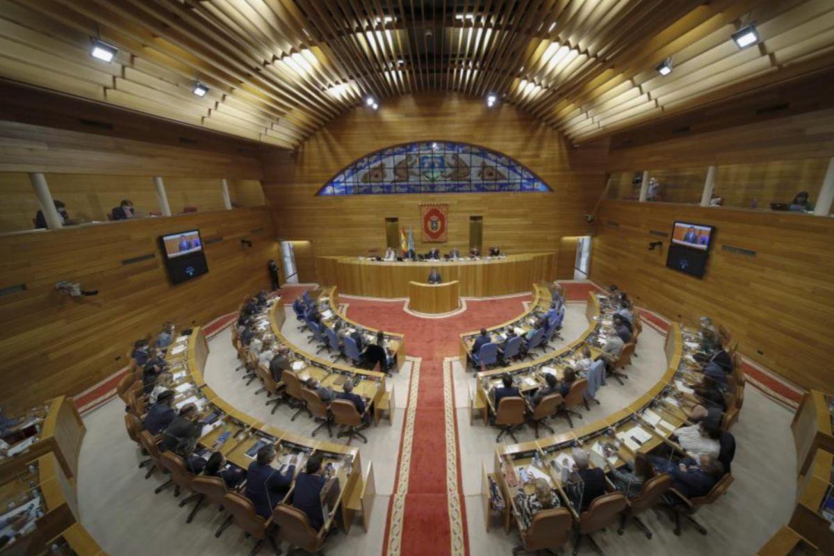La Plénière du Parlement Galicien, lors de l'investiture de Feijóo.