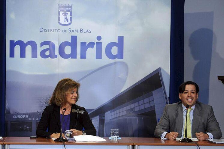 David Erguido, avec l'ancienne maire Ana Botella, dans une roue de ...