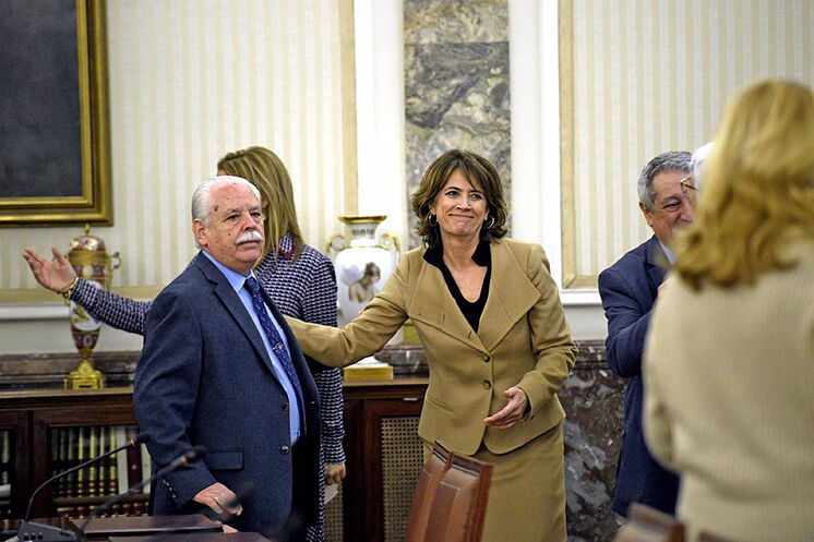 Dolores Delgado accueille le lieutenant du procureur suprême, Luis Navajas, ...