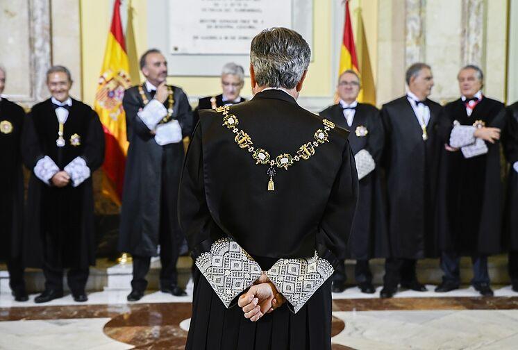 Les juges de la Cour suprême et de la magistrature, à l'image de ...