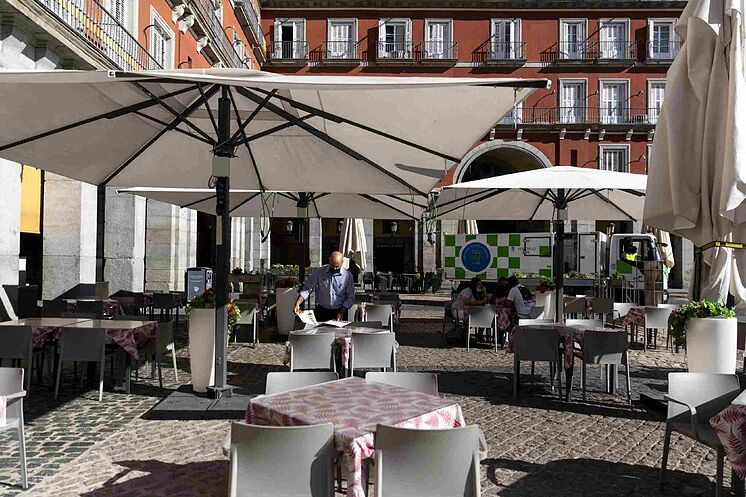 L'une des terrasses de la Plaza Mayor de Madrid pendant la pandémie.