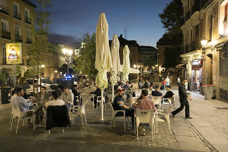 Une place de Madrid pendant la récente période d'état d'alarme ...
