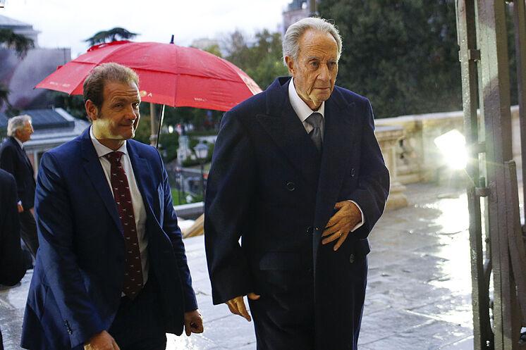 L'ancien président de l'OHL Juan Miguel Villar MIr (à droite), dans une image ...