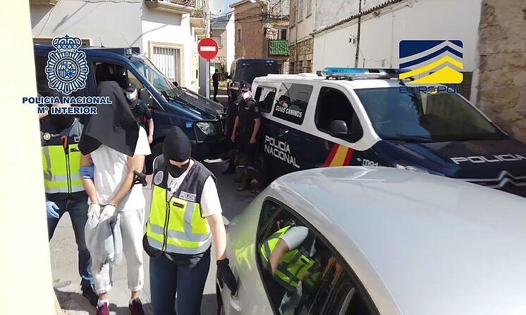 Détail d'une opération de police contre le djihadisme, au cours de la ...